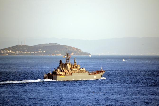 Rus Donanması'na ait iki gemi Çanakkale Boğazı'ndan geçti galerisi resim 1