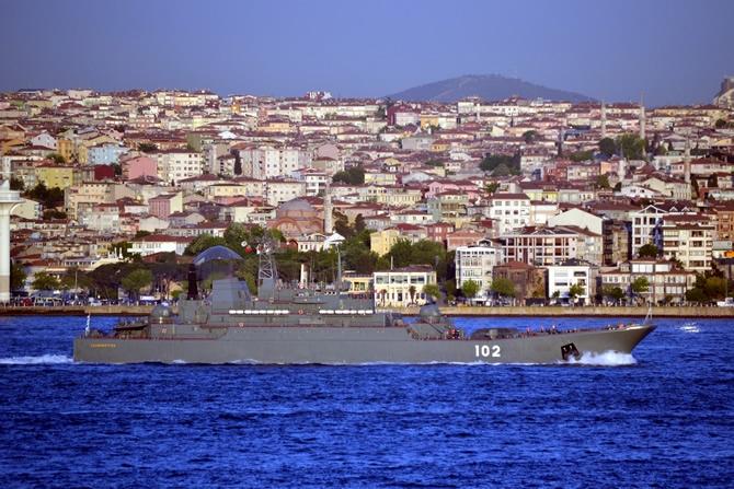 Rus Donanması'na ait iki gemi Çanakkale Boğazı'ndan geçti galerisi resim 17