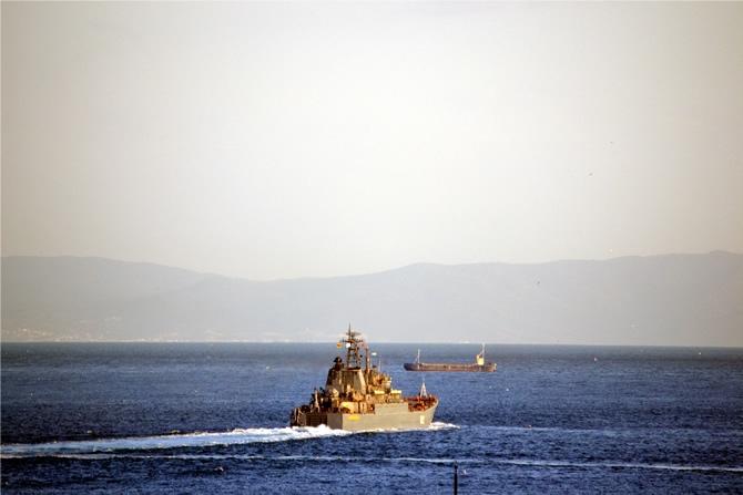 Rus Donanması'na ait iki gemi Çanakkale Boğazı'ndan geçti galerisi resim 4