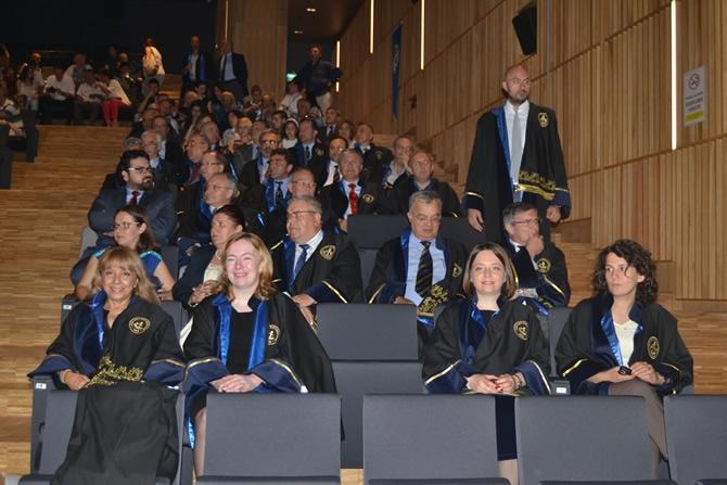 Piri Reis Üniversitesi ilk mezunlarını verdi galerisi resim 1