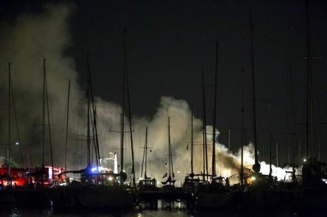 15 tekne kül oldu galerisi resim 1