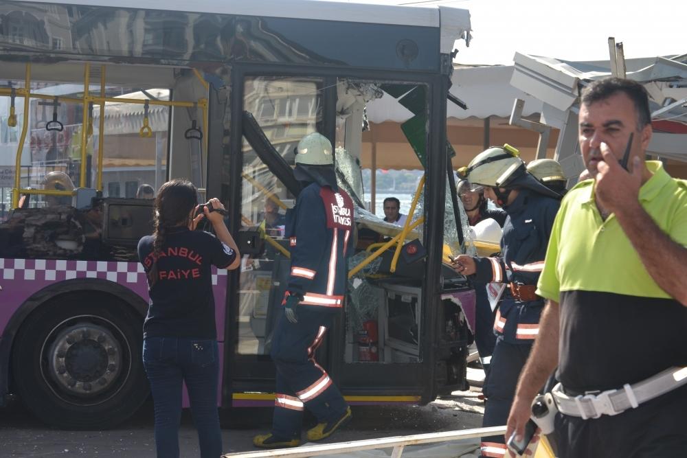 Kabataş İskelesinde otobüs faciası: 30 yaralı galerisi resim 9
