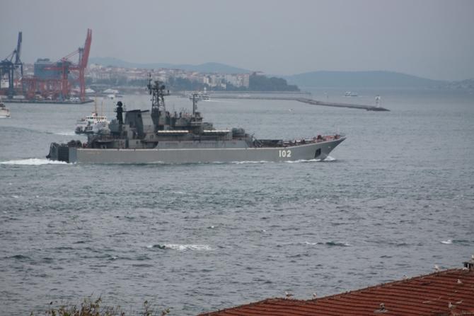 Rus savaş gemisi 'KALININGRAD' İstanbul Boğazı'ndan geçti galerisi resim 1