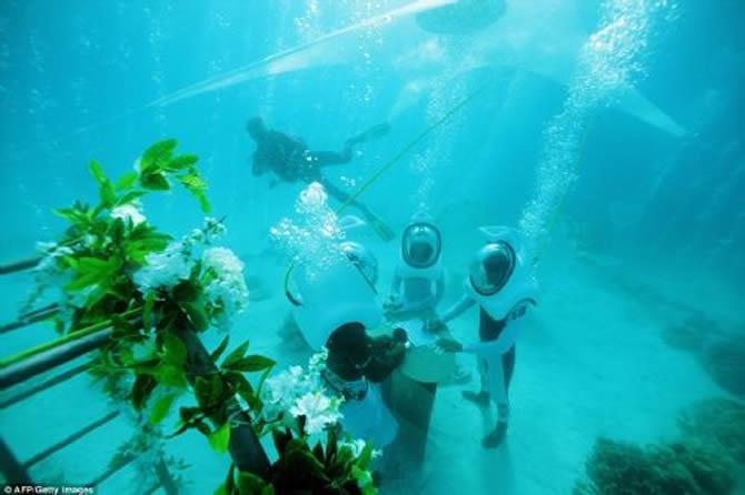 Bora Bora Adası'nda denizin altında düğün! galerisi resim 1