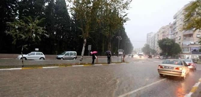 Antalya şiddetli yağıştan deniz karaya çıktı! galerisi resim 4