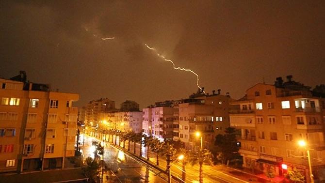 Antalya şiddetli yağıştan deniz karaya çıktı! galerisi resim 9