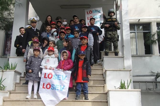 Lösemili çocuklardan Foça Deniz Üssü'ne ziyaret galerisi resim 1