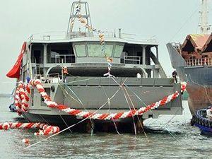 Çeksan Tersanesi 'Hasan Tahsin' feribotunu denize indirdi