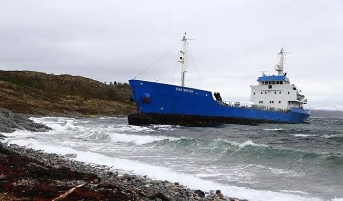 Norveç bayraklı ürün tankeri, Hemnskjela'da karaya oturdu galerisi resim 1