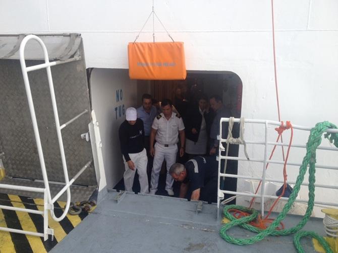 GESTAŞ, CELESTYAL CRYSTAL gemisindeki yolcuları tahliye ediyor galerisi resim 7