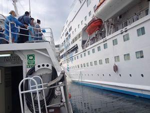 GESTAŞ, CELESTYAL CRYSTAL gemisindeki yolcuları tahliye ediyor