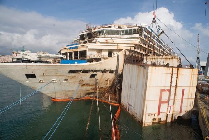 Costa Concordia'nın sökümü devam ediyor galerisi resim 1