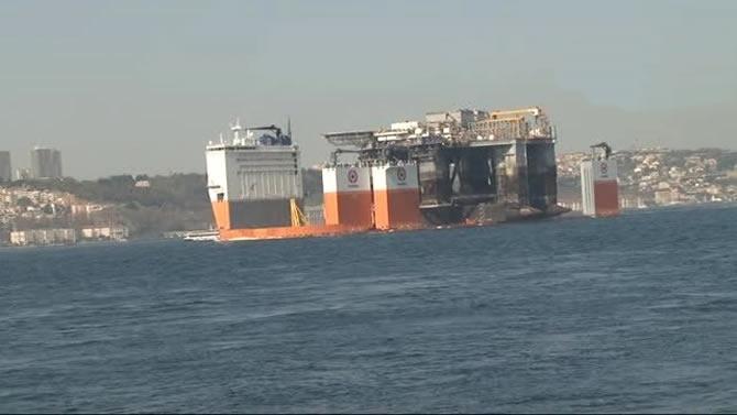 Platform taşıyıcı gemi Dockwise Vanguard, İstanbul Boğazı'ndan geçti galerisi resim 1