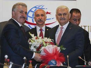 Ahmet Arslan, UDH Bakanlığı görevini devraldı