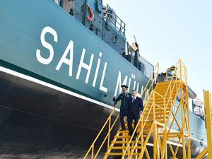 Aliyev Devlet Sınır Sevisi'nin yeni sınır denetim gemisini inceledi