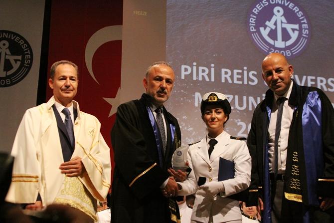 Piri Reis Üniversitesi'nde 244 öğrenci mezuniyet heyecanı yaşadı galerisi resim 13