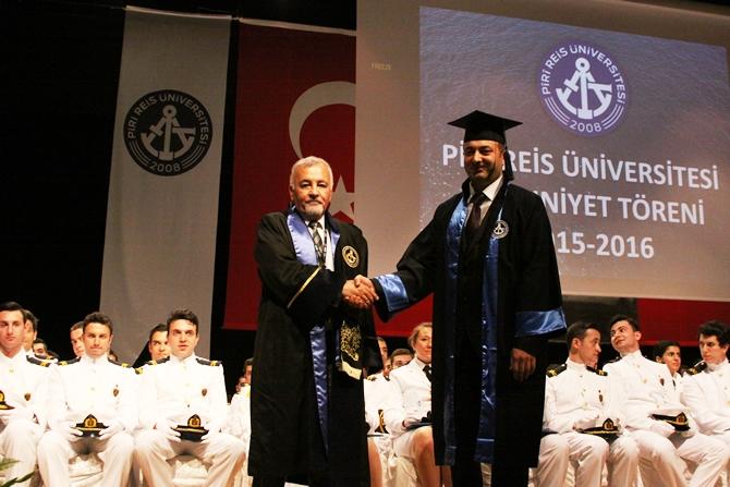 Piri Reis Üniversitesi'nde 244 öğrenci mezuniyet heyecanı yaşadı galerisi resim 15