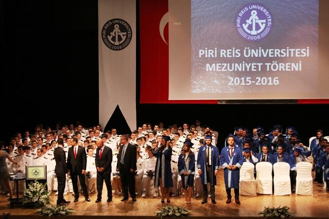 Piri Reis Üniversitesi'nde 244 öğrenci mezuniyet heyecanı yaşadı galerisi resim 16