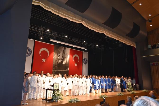 Piri Reis Üniversitesi'nde 244 öğrenci mezuniyet heyecanı yaşadı galerisi resim 21