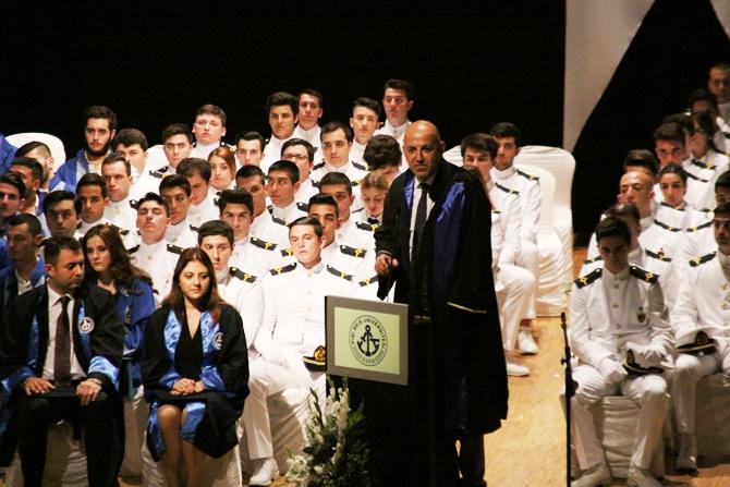 Piri Reis Üniversitesi'nde 244 öğrenci mezuniyet heyecanı yaşadı galerisi resim 9