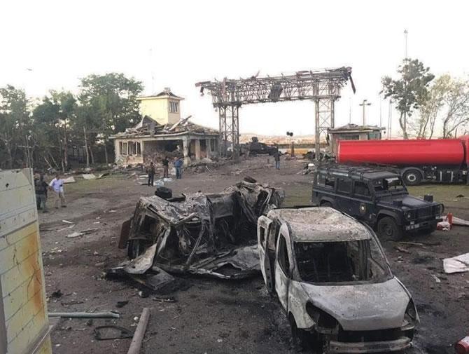 Gölbaşı'ndaki hain saldırıda 42 polis şehit oldu galerisi resim 1