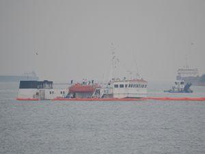 Zeytinburnu'da batan gemide, yakıt sızıntısı alarmı verildi
