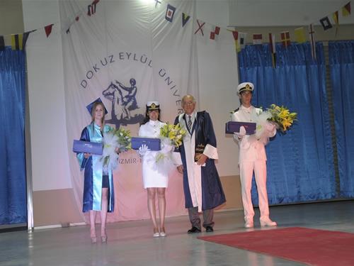 DEÜ Denizcilik Fakültesi'nde mezuniyet sevinci galerisi resim 10