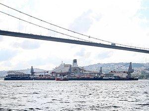 Pioneering Spirit, İstanbul Boğazı'ndan geçti