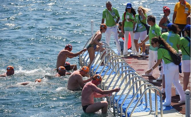 Boğaziçi Yüzme Yarışı'nda şampiyonlar belli oldu galerisi resim 8