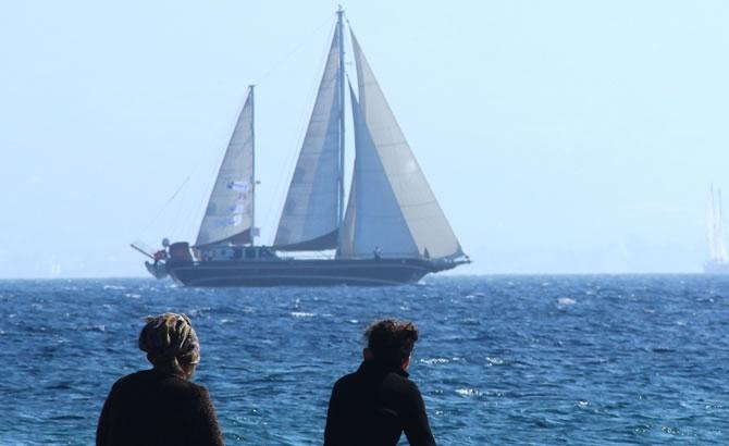 Tekneler, denizde görsel şölen oluşturdu galerisi resim 1