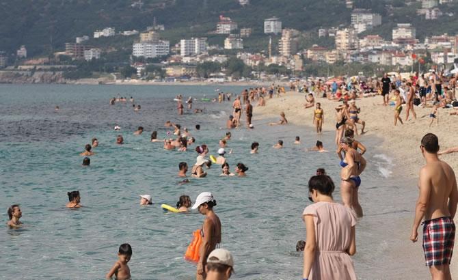 Alanya'da tatilciler plajları doldurdu galerisi resim 1