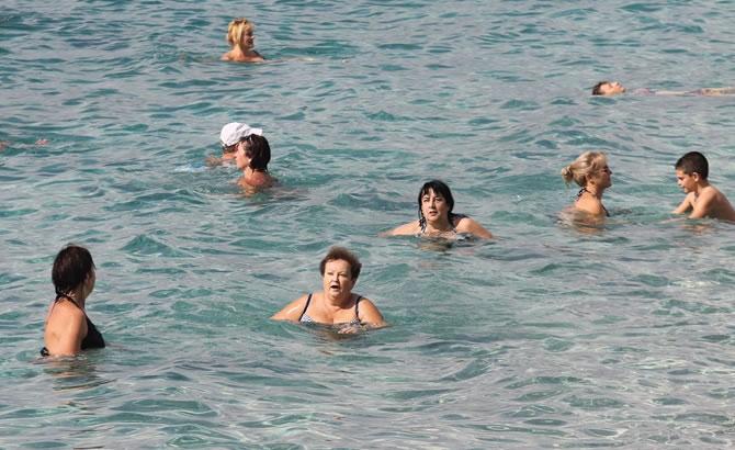Alanya'da tatilciler plajları doldurdu galerisi resim 4