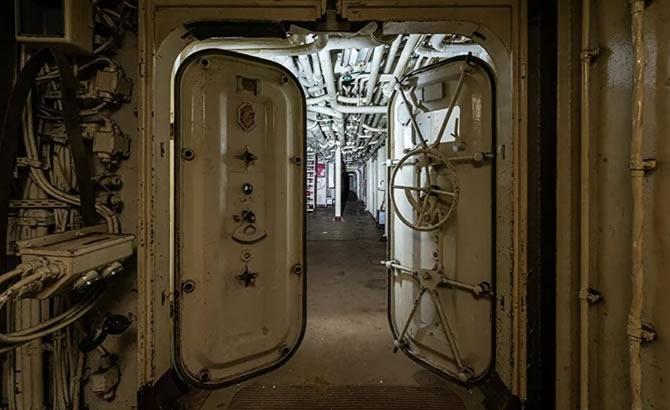 Askeri gemi mezarlığındaki terk edilmiş gemilerin etkileyici görüntüleri galerisi resim 9