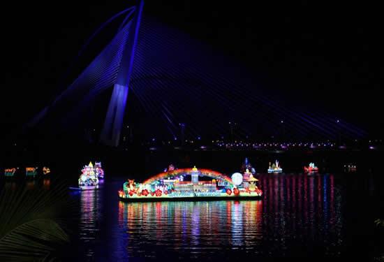 Malezya'da tekneler çiçek açtı galerisi resim 8