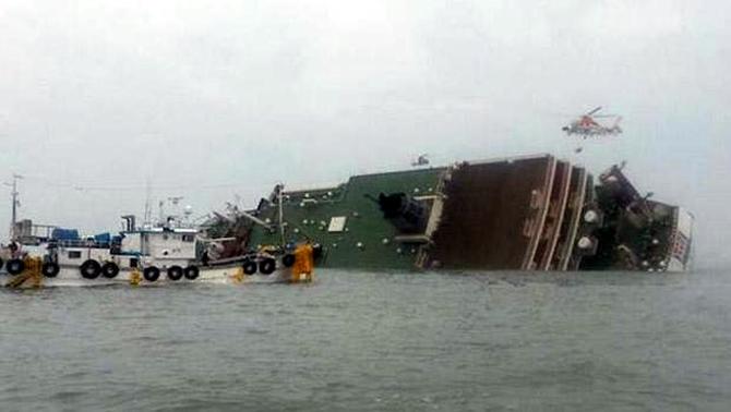 Güney Kore'de yolcu gemisi battı galerisi resim 1