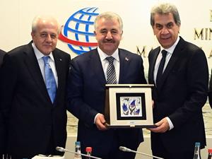 UND Heyeti, Ulaştırma, Denizcilik ve Haberleşme Bakanı Ahmet Arslan'ı makamında ziyaret etti
