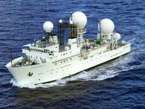 İran, Hürmüz Boğazı'nda ABD askeri gemisine engelleme yaptı                        