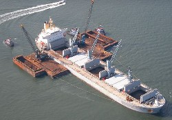 Kaş limanı'nda çift gemili temizlik