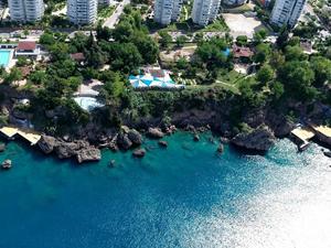 Muratpaşa Belediyesi'nin falez halk plajları Mavi Bayrak tescili aldı