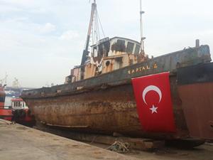 """Atatürk'ün üzerinde """"Geldikleri Gibi Giderler"""" dediği gemi Çiçek Tersanesi'ne getirildi"""