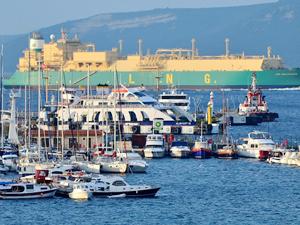 """""""LNG Abalamabıe"""" isimli tanker Çanakkale Boğazı'ndan geçti"""