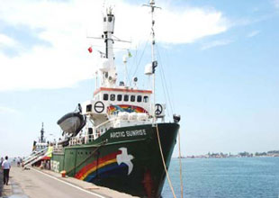 Greenpeace gemisi Ege Denizi'ndeydi