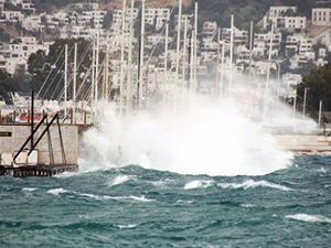 Şiddetli rüzgar, Marmara'da deniz ulaşımını etkiliyor