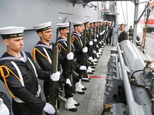 TCG Oruçreis Fırkateyni, Rize Limanı'na yanaştı