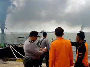 Endonezya'da gemide yangın çıktı, iki kişi hayatını kaybetti