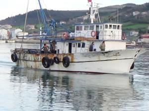 Samsun'da tekneden denize düşen genç bulunamadı