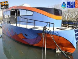 Fenerbahçe Marina'daki desenli tekne dikkat çekiyor