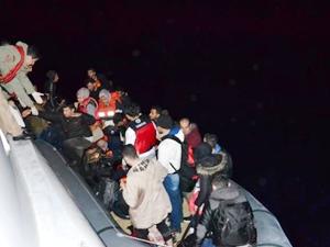 Ayvalık açıklarında 62 kaçak göçmen yakalandı