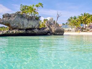 Filipinler 2 milyon ziyaretçisi olan Boracay Adası'nı turistlere kapattı