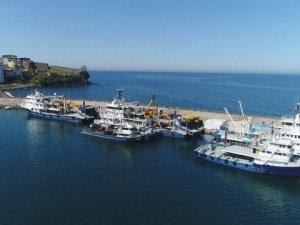 Trabzon'da balıkçı tekneleri limanlara dönmeye başladı